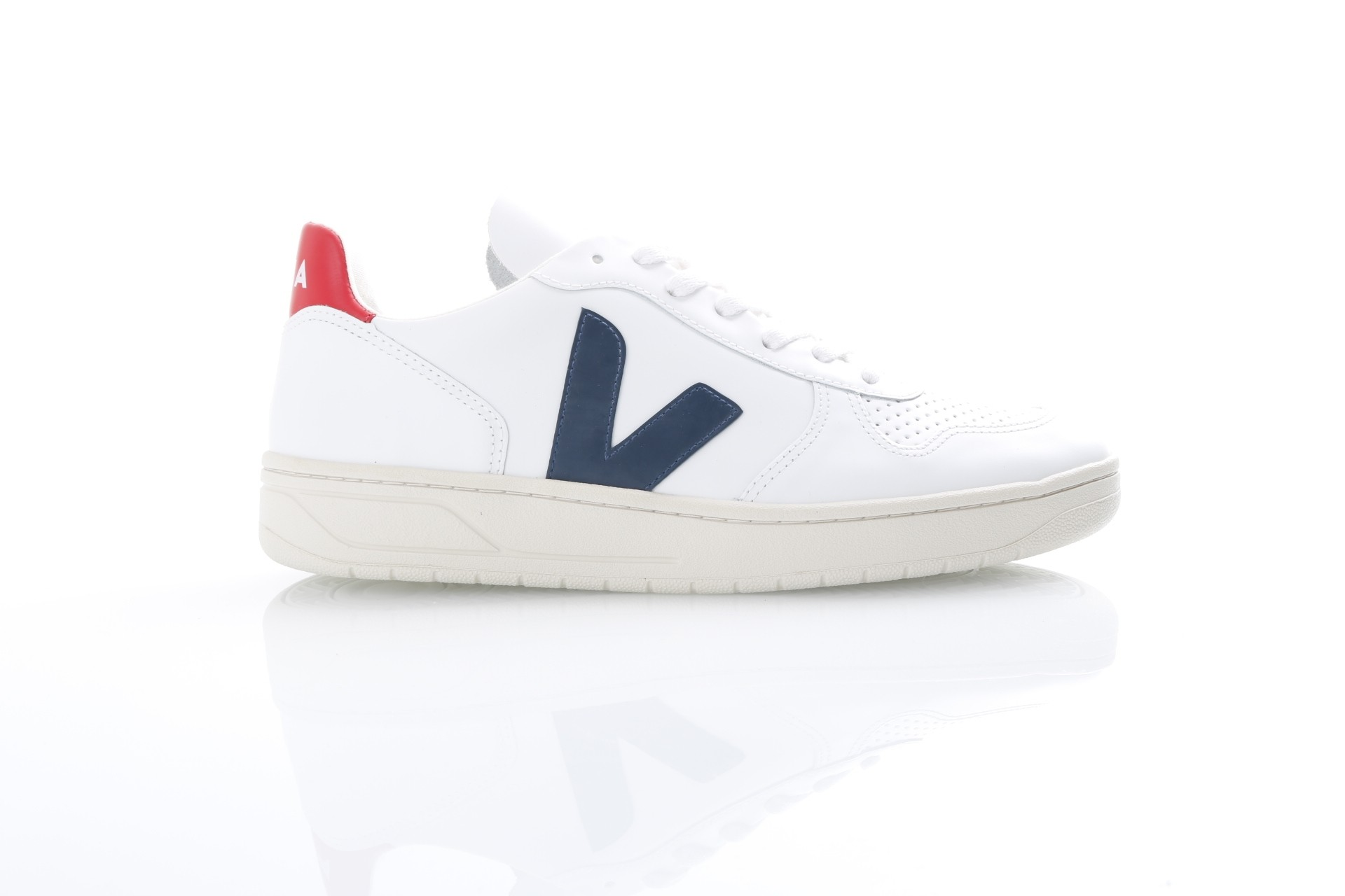 Afbeelding van Veja VX021267 Sneakers V-10 leather Wit