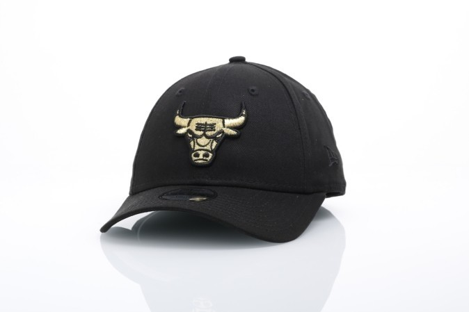 Foto van New Era Kids 80536298 Dad Cap Jr Golden 940 Chicago Bulls Zwart