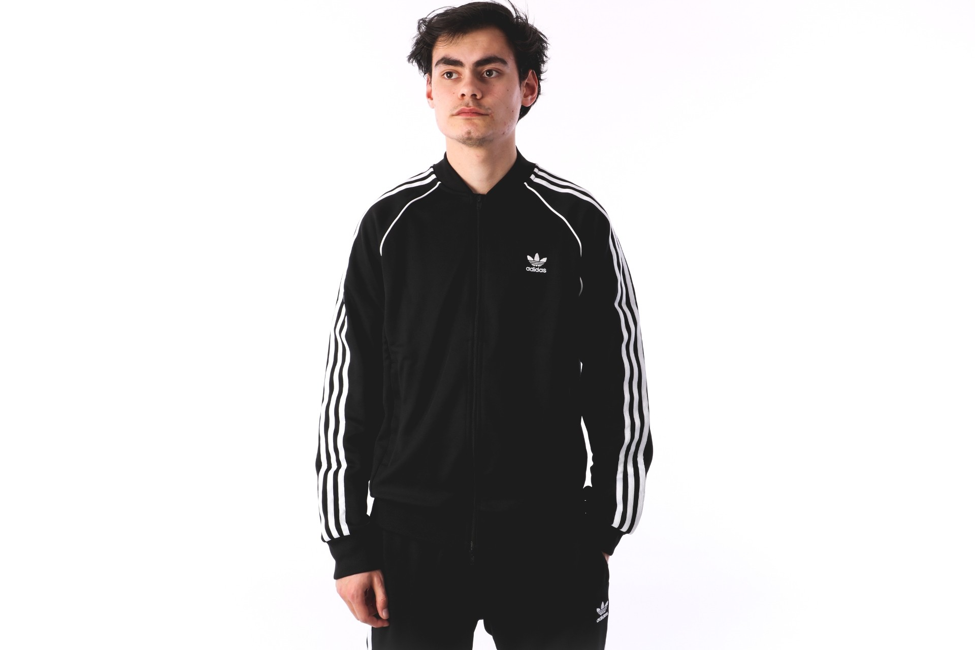 Foto van Adidas Originals CW1256 Tracktop Sst tt Zwart