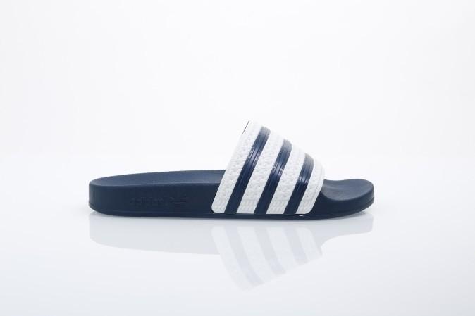 Foto van Adidas Originals G16220 Slide sandal Adilette Blauw