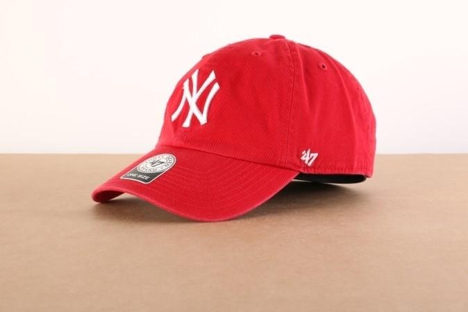 Foto van 47 Brand B-RGW17GWS-RD Dad cap Clean up NY Yankees Rood