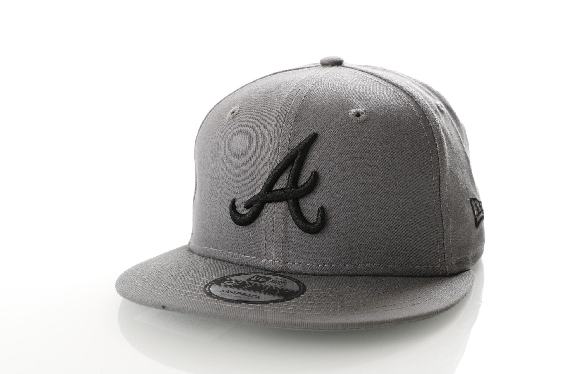 Afbeelding van New Era LEAGUE ESSENTIAL 9FIFTY ATLANTA BRAVES 11794689 Snapback Cap STORM GRAY/BLACK MLB