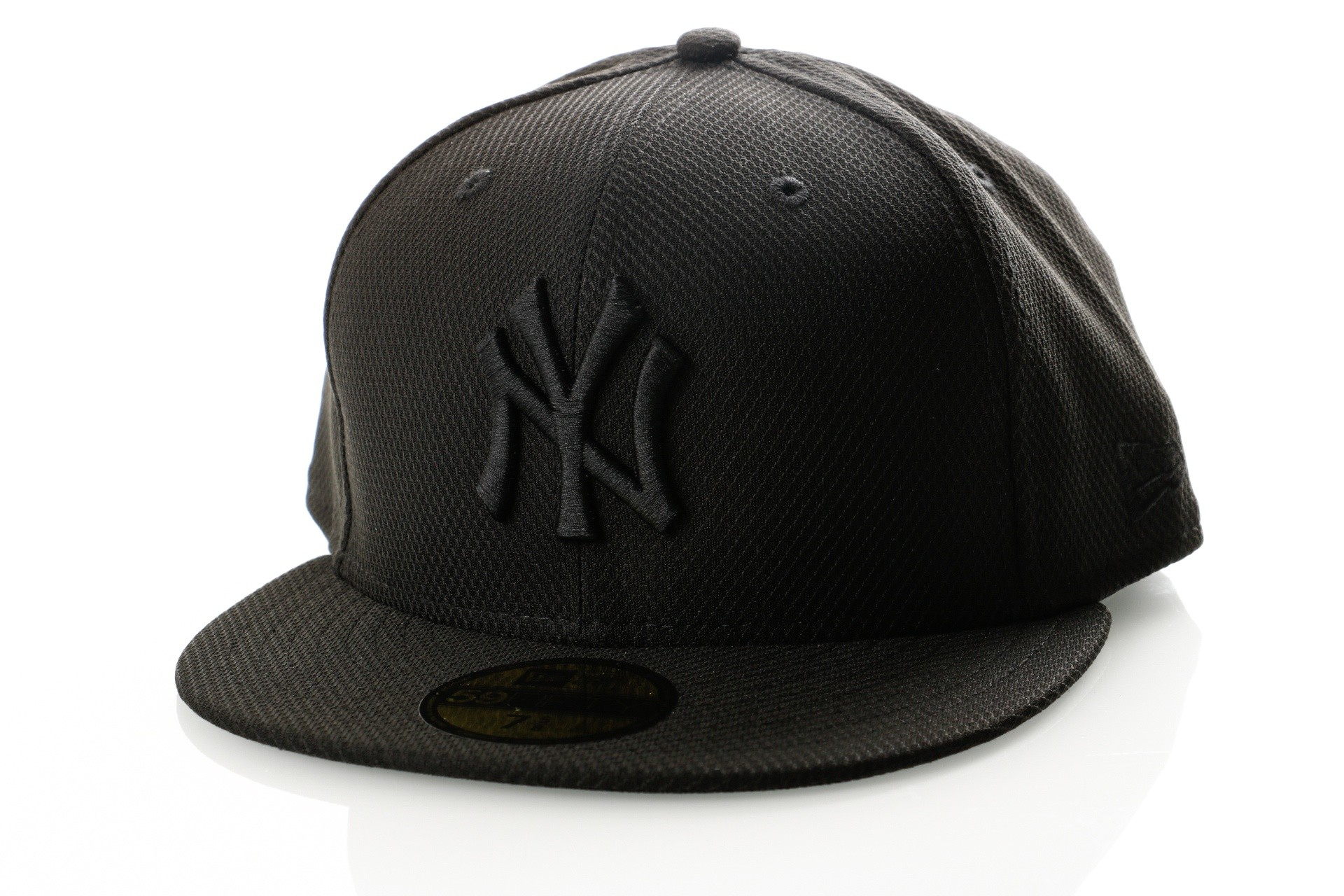 Foto van New Era Diamond Era 80468910 Fitted Cap Black/Black MLB New York Yankees