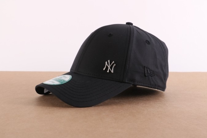 Foto van New Era 11198850 Dad cap MLB flawless 940 NY Yankees Zwart