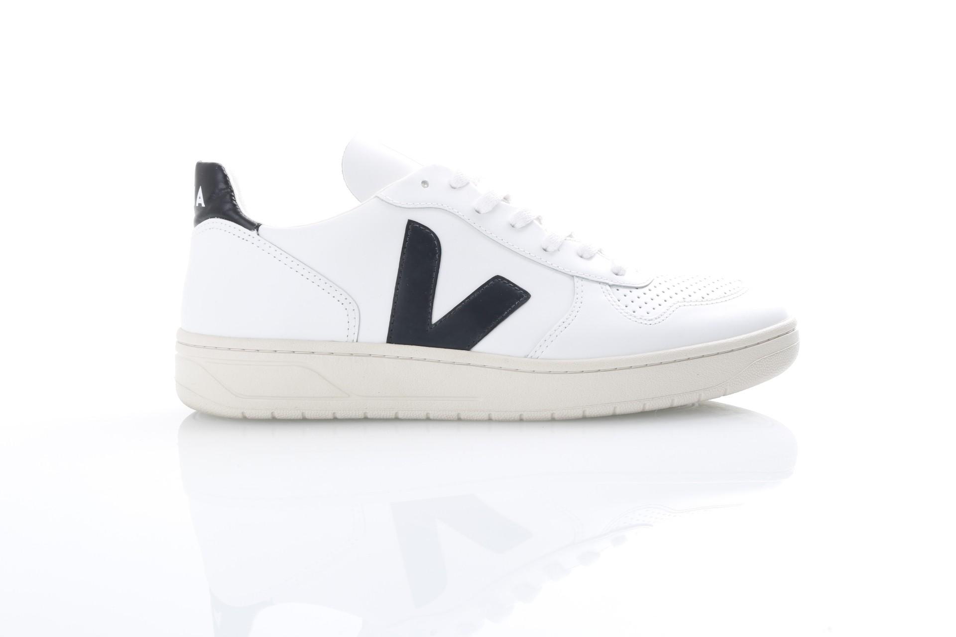 Foto van Veja VX020005 Sneakers V-10 leather Wit