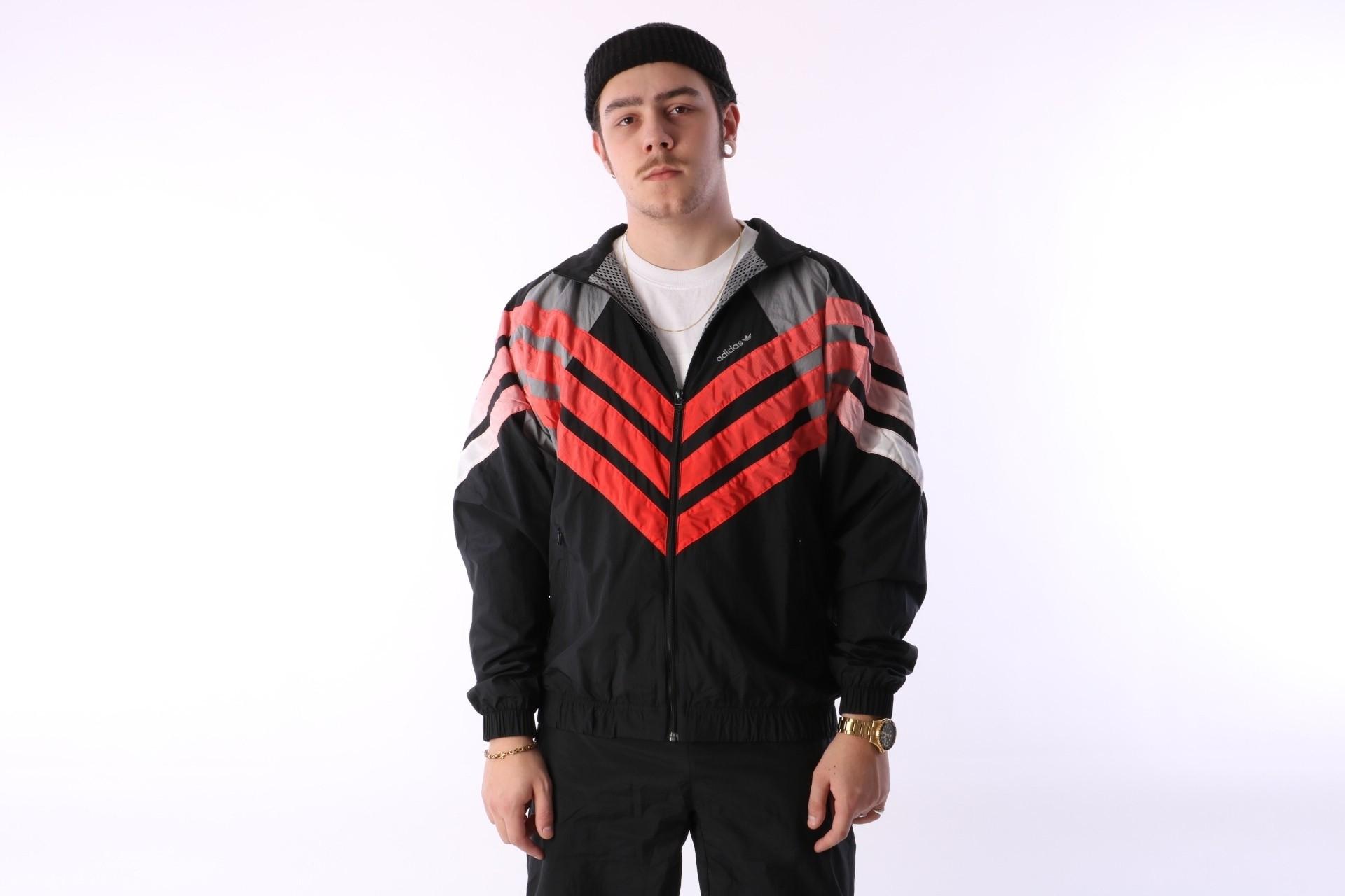 Foto van Adidas Originals CW4988 Tracktop Tironti Zwart