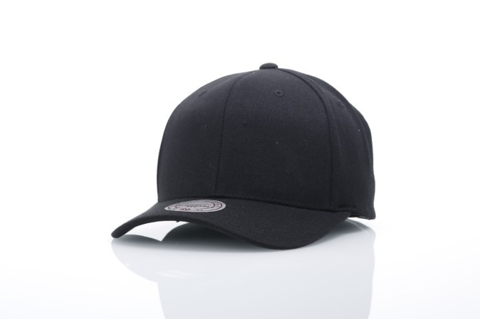 Foto van Mitchell & Ness EU1011-BLK Dad cap Solid colour low pro Mitchell & Ness Zwart