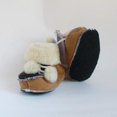 Foto van WoolWarmers 901 Wollen Babyslof met Pompon Suède leer Camel/Bruine natuurtint