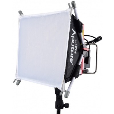 Foto van Amaran Aputure Tri-8s LED met V-mount