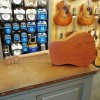 Afbeelding van Martin DJr-10SB, solid Sitka spruce top, solid sapale back and sides incl. gigbag.