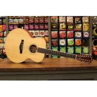 Foto van Eastman AC-330-12 Solid Sitka spruce top, solid Sapele back and sides incl. hardcase