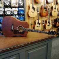 Foto van Guild D-20 NAT, solid Mahogany top, back and sides, incl. hardcase.