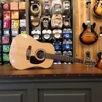 Foto van Seagull Maritime-12, Solid sitka spruce top, laminated mahogany back and sides.