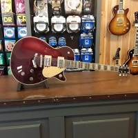 Foto van Gretsch G6228-PE Players Edition Jet™ BT with V-Stoptail incl. case 241-3400-839