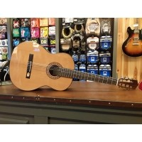 Foto van Salvador Cortes CC-32, solid ceder top, laminated rosewood back and sides