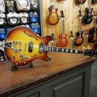 Foto van Eastman T64/V Antique Varnished Goldburst Lollar P-90 Dog Ears incl. Hardcase
