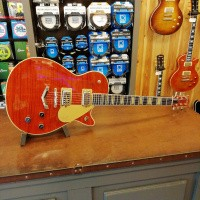 Foto van Gretsch G6228FM Players Edition Jet™ BT with V-stoptail, Flame Maple top, Ebony FB, Bourbon Stain