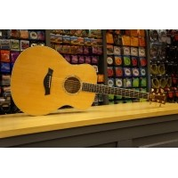 Foto van Taylor GS6e OCCASION Solid spruce top solid big leaf maple back and sides incl. hardcase