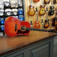 Foto van Eastman E10SS/V, solid Adirondack spruce top, solid Mahogany back and sides, incl. hardcase
