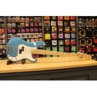 Foto van Fender Std Precision Bass MN Lake Placid Blue 014-6102-302
