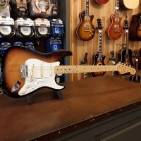 Foto van Fender Classic Player 50's Stratocaster 2-Color Sunburst 014-1102-303 incl. Gigbag