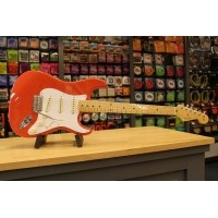 Foto van Fender Classic Series 50s Strat MN Fiesta Red + Bag 013-1002-340