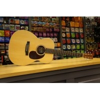 Foto van Martin 000X1AE Solid Sitka spruce top, HPL Mahogany back and sides