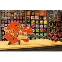 Foto van Gretsch G6120T Players Edition Nashville® with String-Thru Bigsby®, Filter'Tron™ Pickups, Orange
