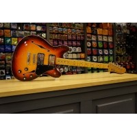 Foto van Fender Starcaster MN Aged Cherry Burst 024-3102-531