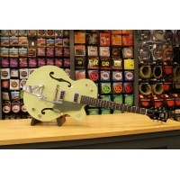 Foto van Gretsch G6118T-60 Vintage Select Edition '60 Anniversary with Bigsby, TV Jones, Smoke Green