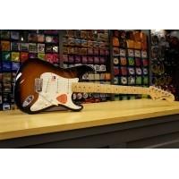 Foto van Fender American Special Strat MN 2 Tone Sunburst + Bag 011-5602-303