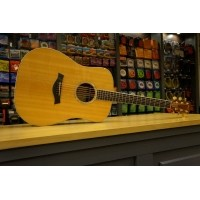 Foto van Taylor DN8e OCCASION Solid Spruce top, Solid Rosewood back and sides incl. hardcase