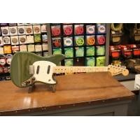 Foto van Fender Mustang Olive Green MN 014-4042-598