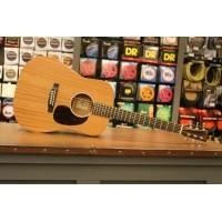 Foto van Martin Dreadnought Jr.2E Solid Sapele top, Solid Sapele back and sides incl. softbag