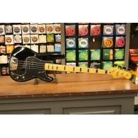Foto van Squier Classic Vibe Precision Bass '70s MN BLK 030-3090-506