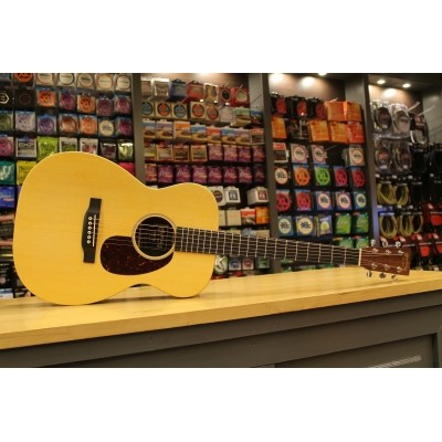 Martin 00X1AE Solid Sitka spruce top, HPL Mahogany back and sides