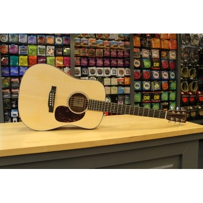 Martin Dreadnought Jr. E Solid Sitka spruce top, Solid Sapele back and sides incl. softbag