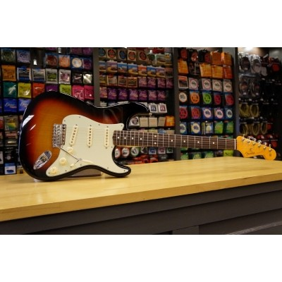 Fender Classic 60s Strat Lacq RW 3 Color SB 014-0062-700 incl. case