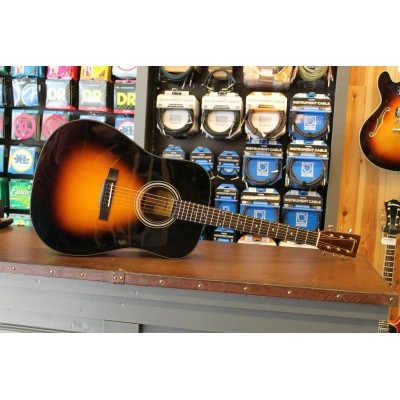 Eastman E10-D Sunburst, Solid Adirondack spruce top, solid Mahogany back and sides, incl. hardcase